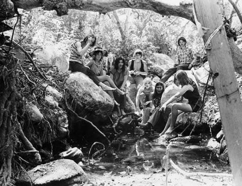 The Manson Family at Spahn Ranch | Via murderpedia.org