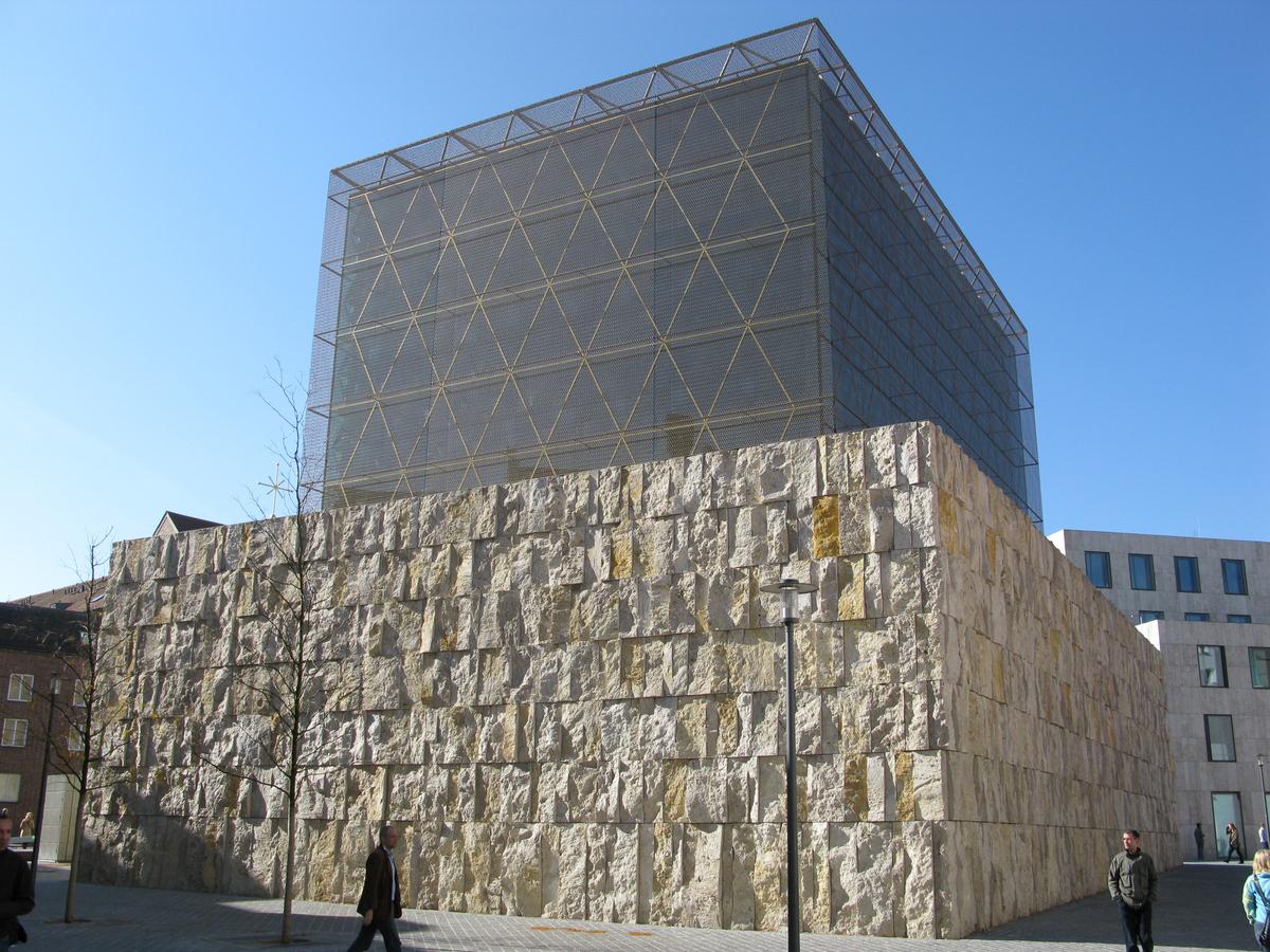 Ohel Jakob Synagogue, Germany. Image Courtesy of huffingtonpost.com.